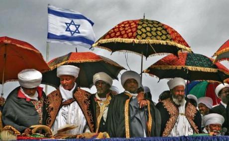 Rabini ze społeczności etiopskich Żydów w Izraelu podczas ich święta Sigd