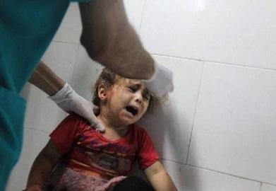 Gaza: Palestyńskie dziecko w jednym ze szpitali po lipcowych atakach Izraela